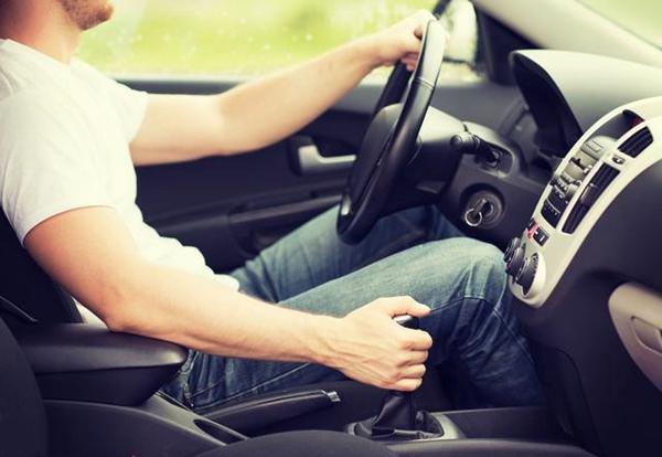告别风吹日晒,在昆明学车也有如赛车游戏般轻松有趣
